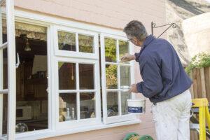 Renovierung von Holzfenstern und -türen
